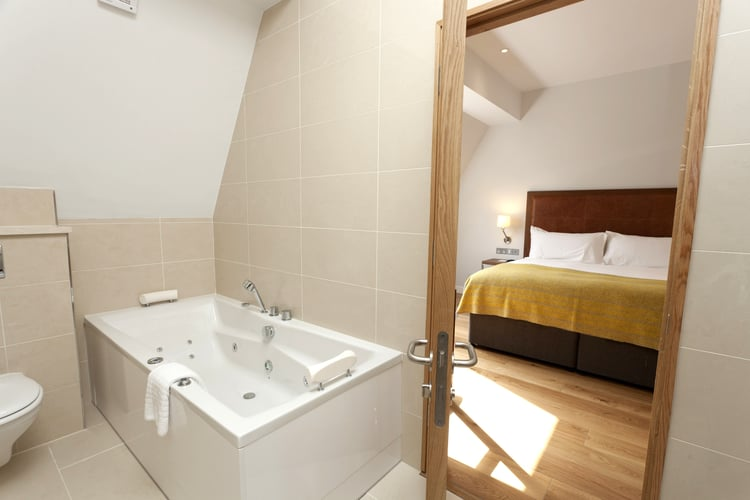 bedroom+with+bath+in+two+bedroom+penthouse.jpg