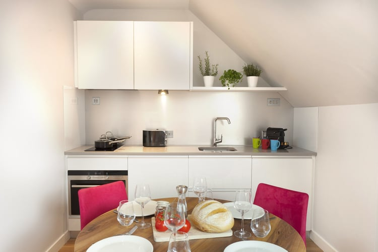 kitchen+&+dining+room+two+bed+pent+house+2+chairs.jpg
