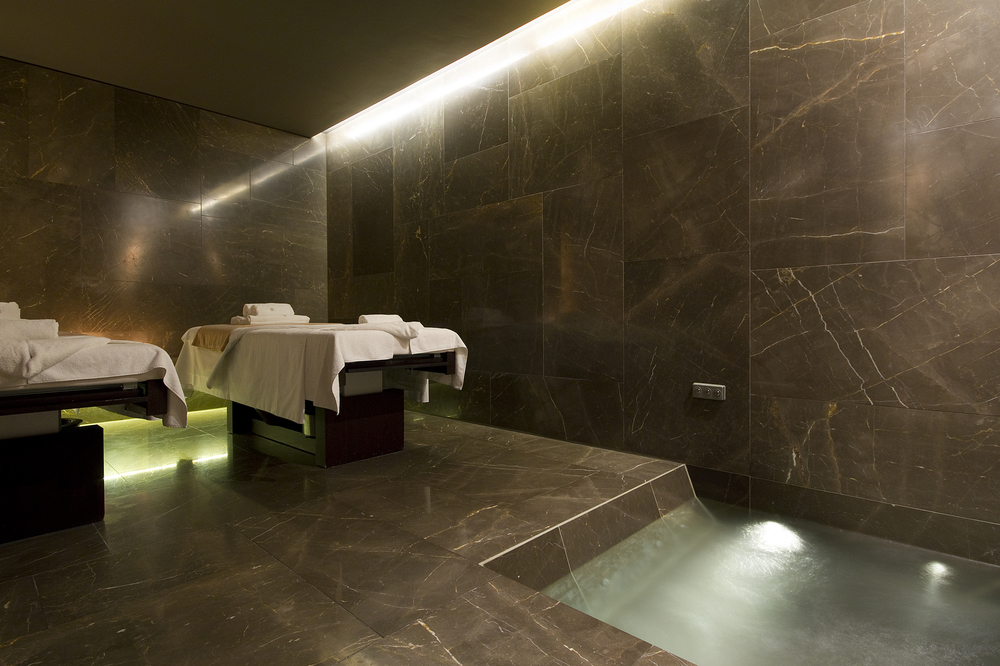 Conservatorium Hotel Amsterdam - treatment room.jpg