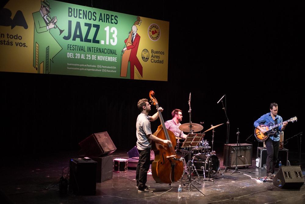 13-JonathanKreisbergTrio-TeatroPresidenteAlvear-Jazz2013-231113.jpg
