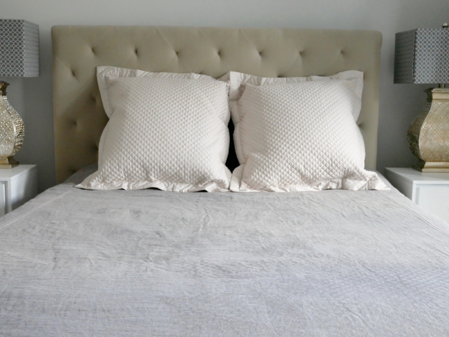 2 pillows? That just screams boring and unimaginative. Don't be like this.