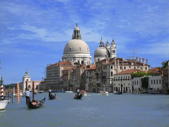 gondola-italy.jpg