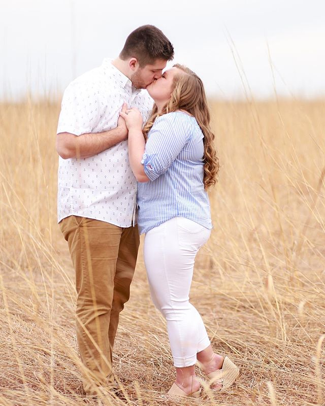 I had the MOST gorgeous engagement session yesterday 😍 Mother Nature definitely threw us a curveball this year with the crazy weather, but we made it work 🙌🏼 These two are high school sweethearts and just have the most relaxed personality! I seriously made them pull over on the side of the road for this shot 😂 (can you tell it's muddy too 🙈) #anythingfortheshot