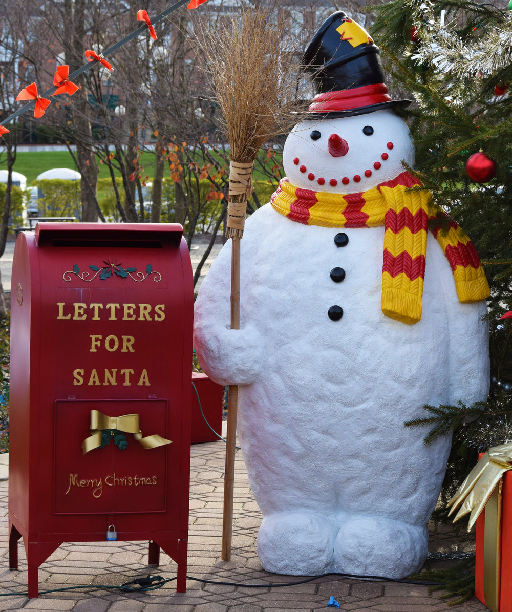 snowman and mailbox.JPG
