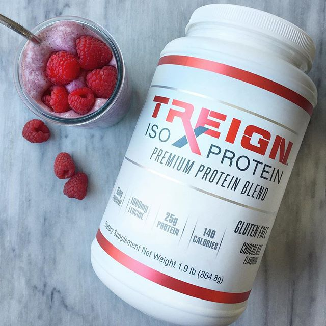 TREIGN right with @treign_right 💪🏻 Treign makes high quality protein powders, pre-workout supplements and electrolyte blends to fuel you before and after your workouts. Unlike many #proteinpowders on the market, #treign is delicious. We blended 1 scoop of the chocolate protein with 3/4 cup almond milk, 1/2 cup frozen raspberries and a handful of ice for a protein shake that tastes like dessert! Healthy and tasty 👌🏻 - - - - - #foodpop #proteinsmoothie #preworkout #fitnessfoods