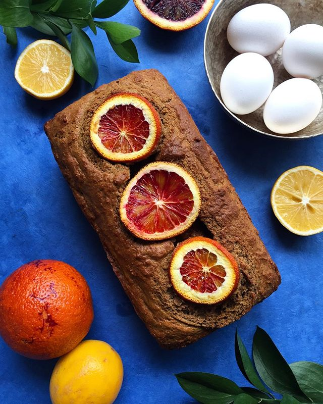 Surprise your tastebuds with extra virgin olive oil being a part of a sweet citrus treat! Made with @egglandsbest eggs, tube loaf is packed with fiber and healthy fats. It will have you feeling great about dessert! See URL below for the recipe.  _ - - - - www.egglandsbest.com/recipe/citrus-olive-oil-loaf/