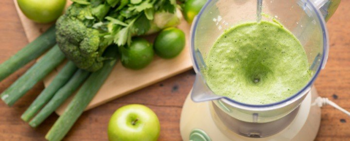 chlorophyll_packed_smoothie-720x290.jpg