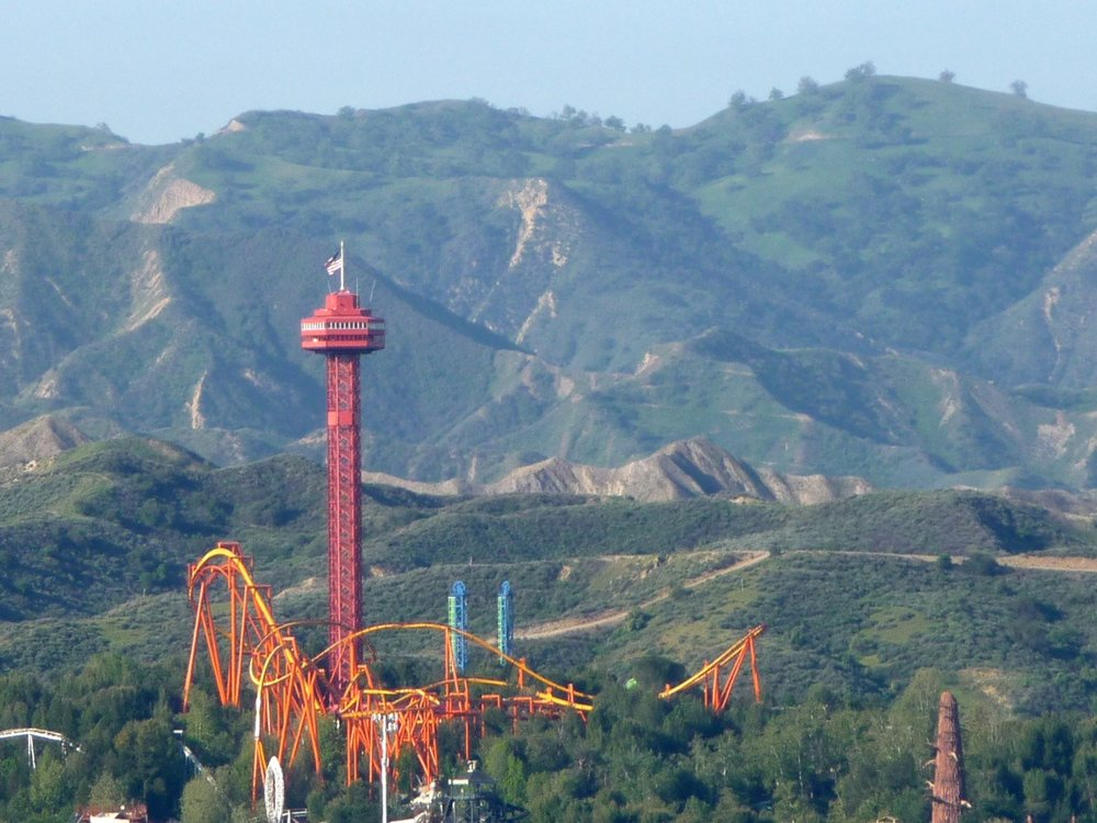 Six_Flags_Magic_Mountain_Tatsu.jpg