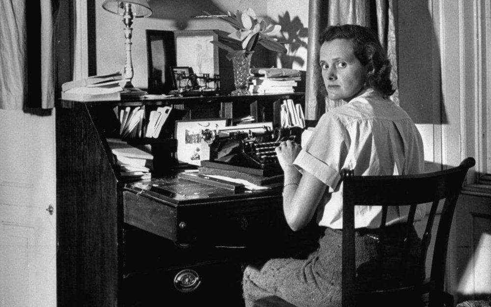 daphne-du-maurier-writing-at-desk-xlarge.jpg
