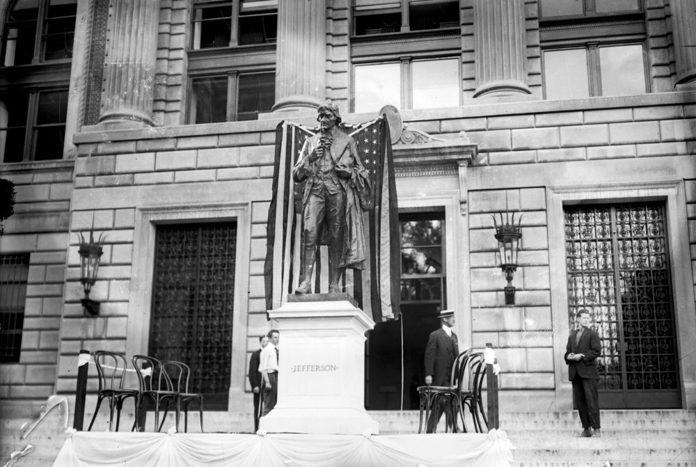 Unveiling the Jefferson statue at Columbia, 2 June 1914. From the  Library of Congress .