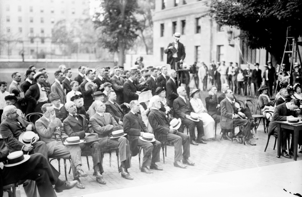 The audience at the unveiling of Columbia's Jefferson statue, 2 June 1914. From the  Library of Congress .