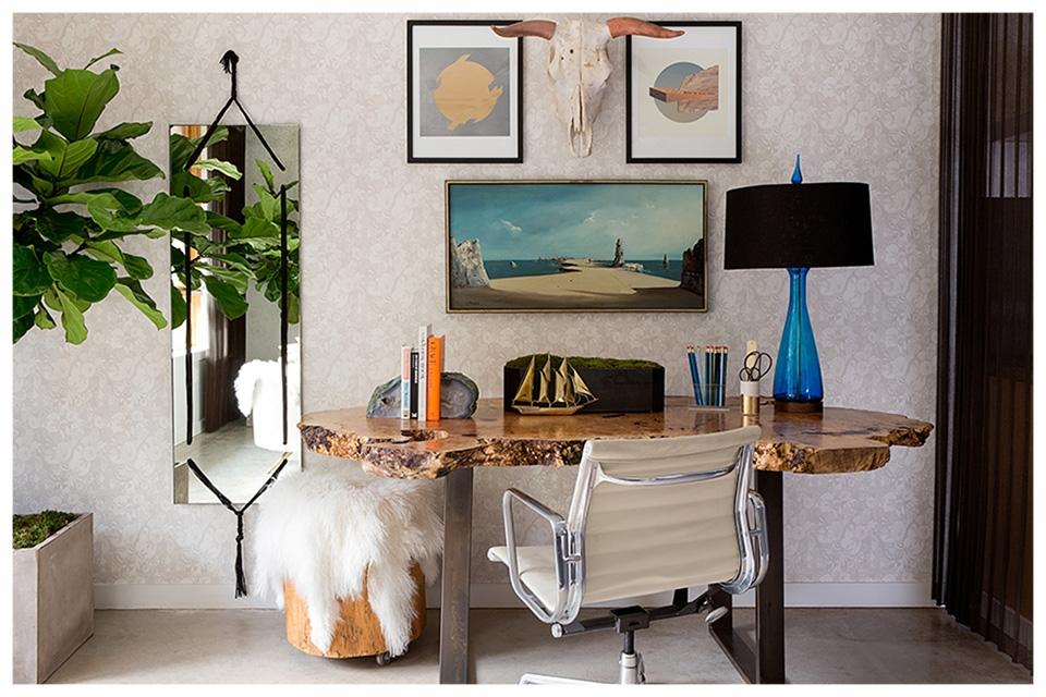 5_Domestic_Desk.jpg