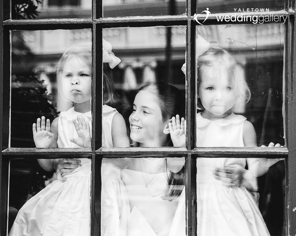 flowergirls-funny-candid-wedding-yaletown-wedding-gallery-vancouver-wedding-photographer-photo