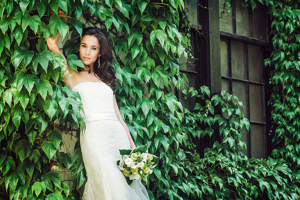 bride-beauty-portrait-greenscape-vancouver-wedding-photographer-yaletown-photography-photo