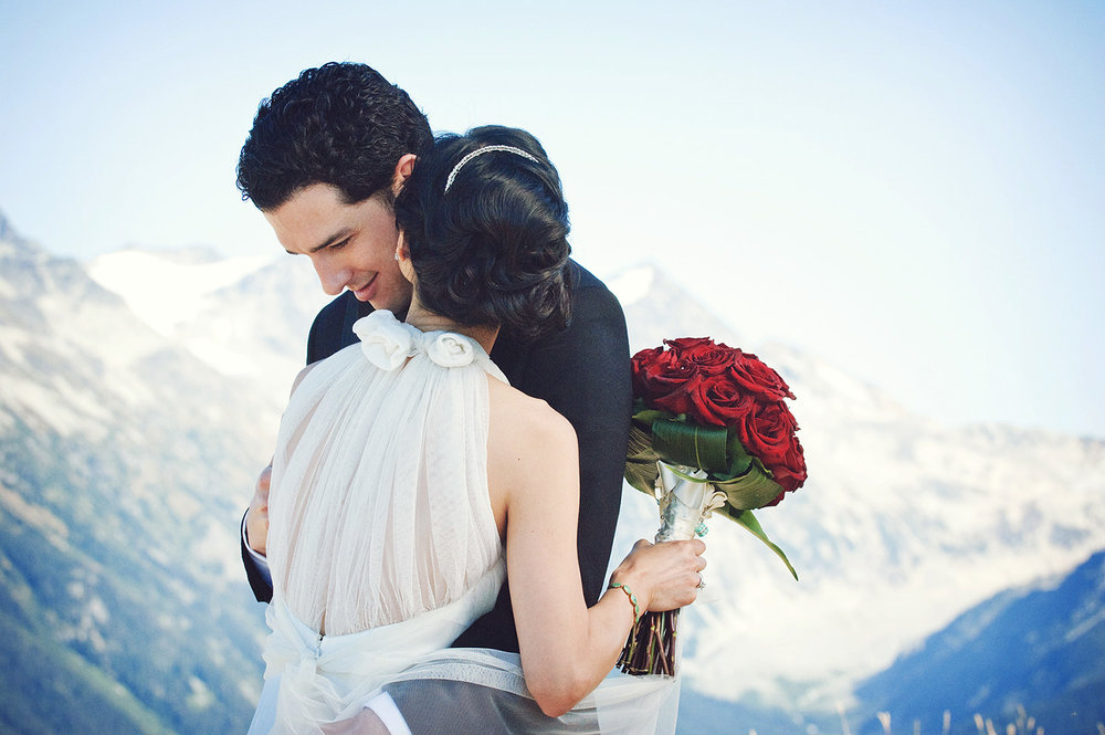 bride-and-groom-snow-capped-mountains-whistler-wedding-yaletown-photography-photo