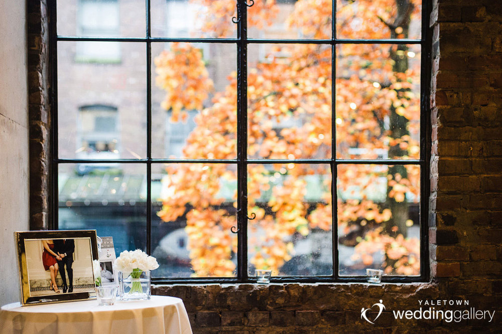 labbatoir-restaurant-wedding-photo-yaletown-photography-vancouver-wedding-photographer-13