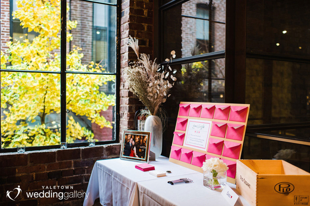 labbatoir-restaurant-wedding-photo-yaletown-photography-vancouver-wedding-photographer-11