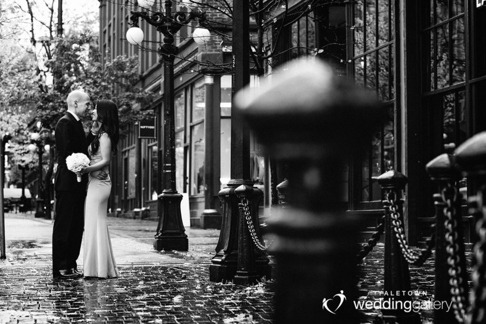 labbatoir-restaurant-wedding-photo-yaletown-photography-vancouver-wedding-photographer-15