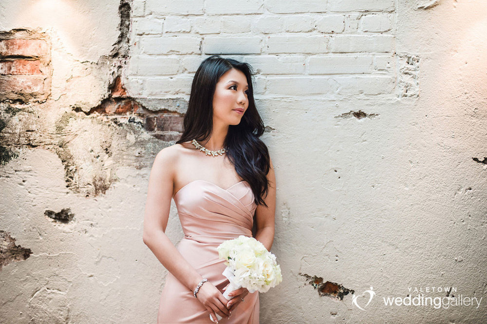labbatoir-restaurant-wedding-photo-yaletown-photography-vancouver-wedding-photographer-17
