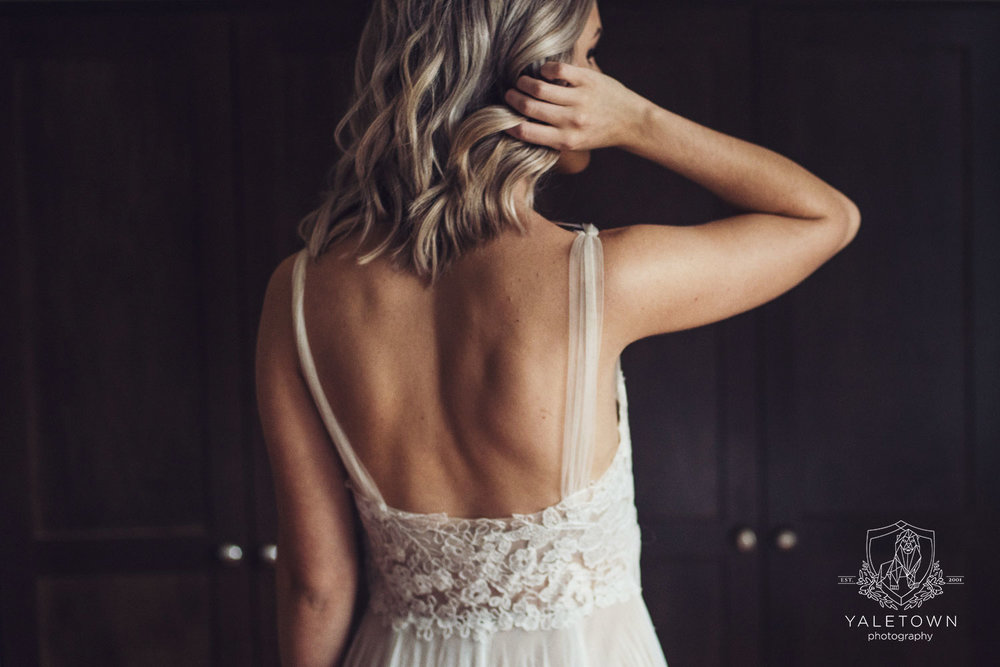 yaletown-photography-bride-bridal-dress-getting-ready-photo