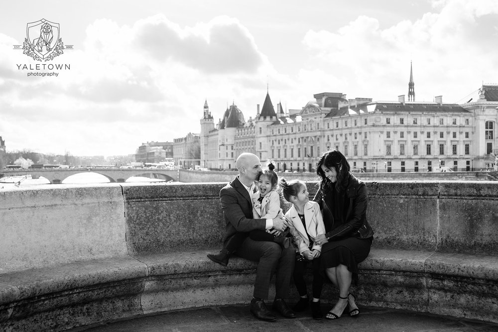 11-paris-family-portrait-session-eiffel-tower-pont-neuf-yaletown-photography-photo.jpg