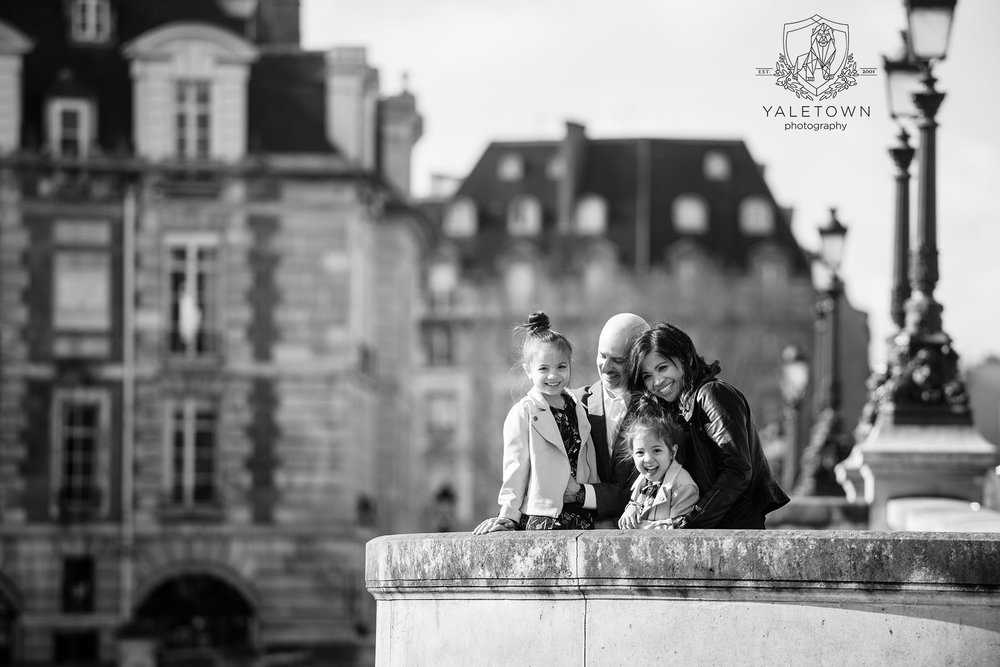paris-family-portrait-session-eiffel-tower-pont-neuf-yaletown-photography-photo