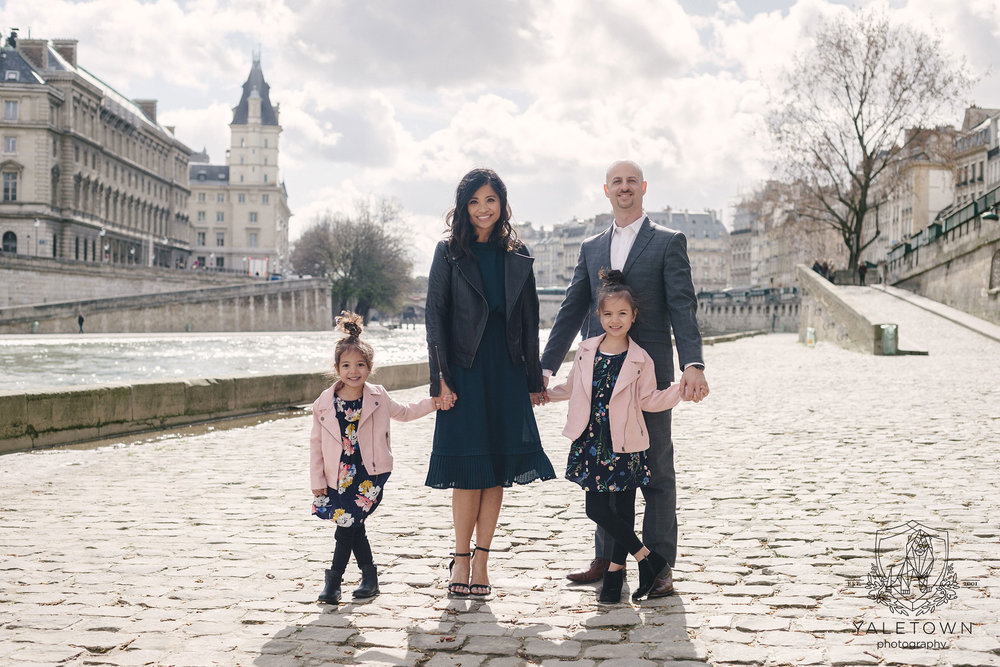 21-paris-family-portrait-session-eiffel-tower-pont-neuf-yaletown-photography-photo.jpg