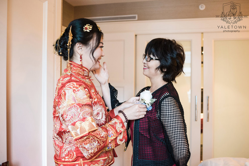 Chinese-Tea-Ceremony-Bride-Mother-Bride-Portraits-Rosewood-Hotel-Georgia-Vancouver-Wedding-Yaletown-Photography-photo