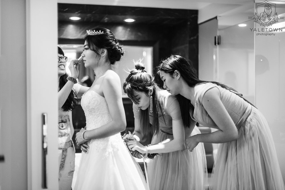 Bridal-Prep-Bridesmaids-Bridal-Gown-Rosewood-Hotel-Georgia-Vancouver-Wedding-Yaletown-Photography-photo