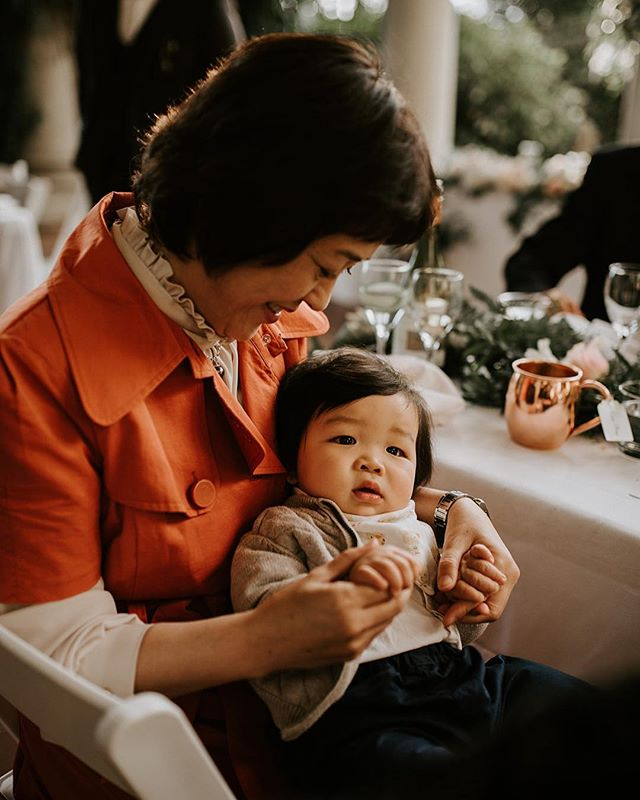 Happy Monday! 🤔 Big Question today, Babies at a wedding, what are your thoughts? 👌🏻They are A-ok with me when they are this cute, look at those cheeks!! 👶🏻 Photo by @efraserphoto #Vancouverwedding #baby #vancouverbride #vancouverbridal #weddinginspo #wedding #weddingplanner #weddinginspo