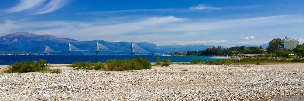Die Brücke von Patras verbindet das Festland mit dem Peloponnes!