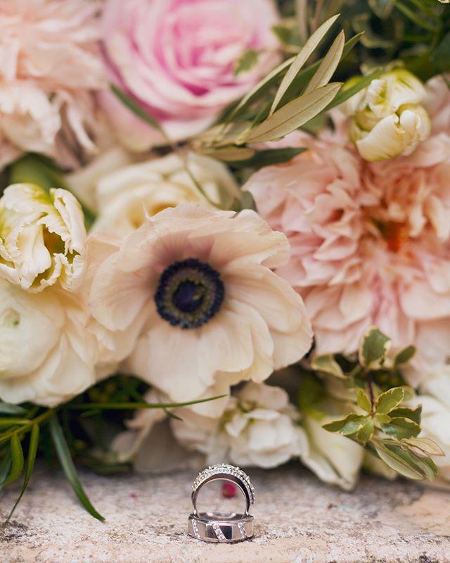 Ring shots from Machla+Navan's Wedding.  Floral Design: @chelseafloraldesigns . . . #hleemouaartistry #thesmith #atlantaphotographer #weddingrings #atlwedding #atlantaweddings #atlantaweddingphotographer #eternallove #ringshot #canonphotos #canonphotographers #sigmaart85mm