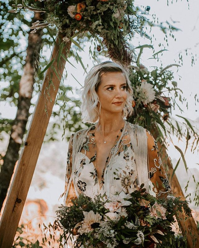 Who doesn't love a bohemian inspired wedding?☀️ Loving this warm glow on the beautiful @lolilucaciu. . . Photography: Ruzin Cunningham Photos @ruzincphotos Venue: The Providence Canyon Dress: @kellysclosetatl @ruedeseinebridal HMUA: @hleemoua  Florals & Design: @marigoldandmoss Calligraphy: @sunkissedscripts Cake: @cakesbyanna21 Concept: @inaninstantevents China: @theprissyplatecompany  Macrame: @alltiedupbyrdj Models: Loli & Vincent @lolilucaciu . . #ruzincunninghamphotography  #hleemouaartistry #atlantamakeupartist #atlantamua #styledshoot #summerwedding #warmtones #atlantaflorist #bridalmakeup #bridalhair #bridalmakeuplook #bridalmakeupartist #beautifulwomen #atlantaphotographer #weddingphotographer #makeupartistry #summerbride #summerwine #bohemianstyle #bohemianwedding #bohemianweddingdress