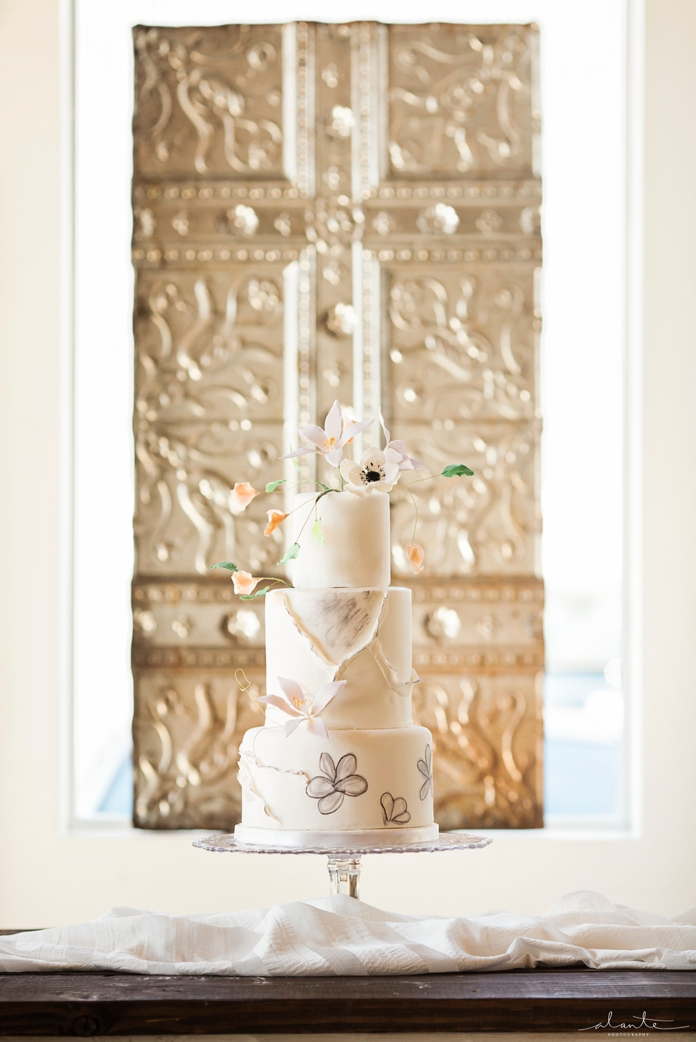www.alantephotography.com | Stained glass wedding cake by Lilac Cake Boutique | Alante Photography