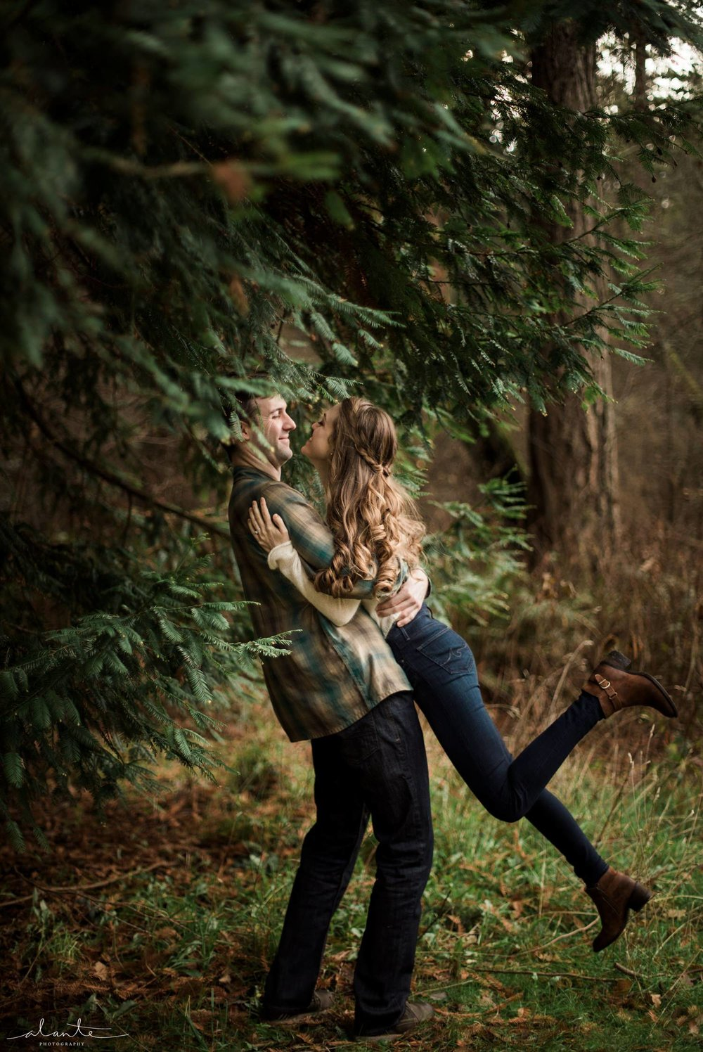 Swept off her feet for a Seattle Engagement Photos by http://www.alantephotography.com