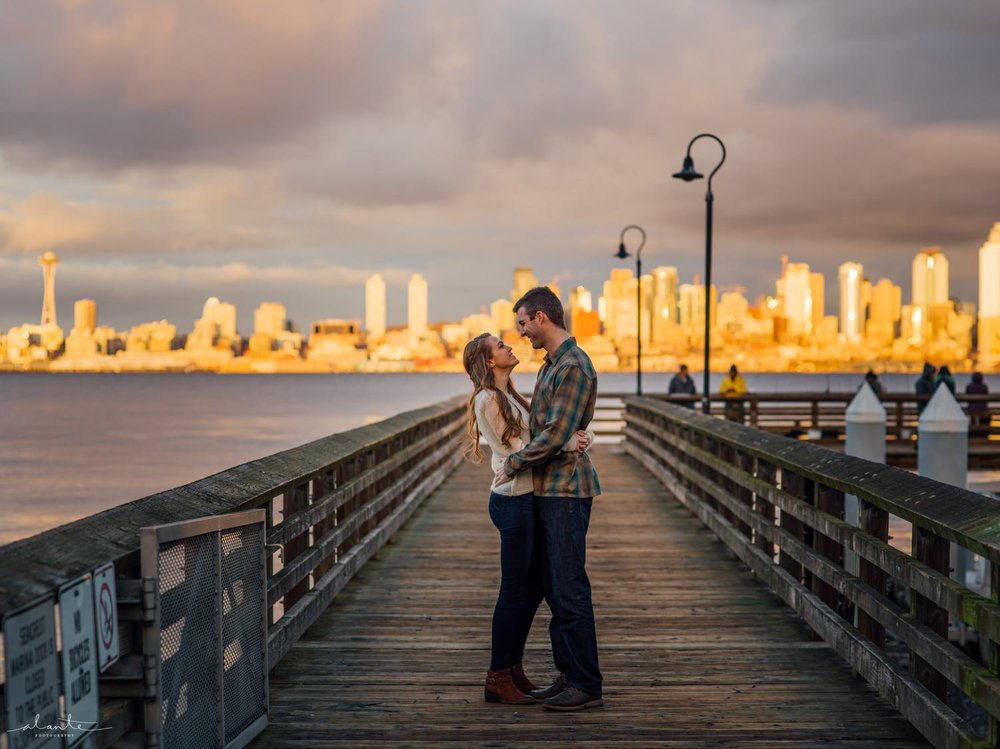 Seattle as a backdrop in a Seattle Engagement Photos by http://www.alantephotography.com