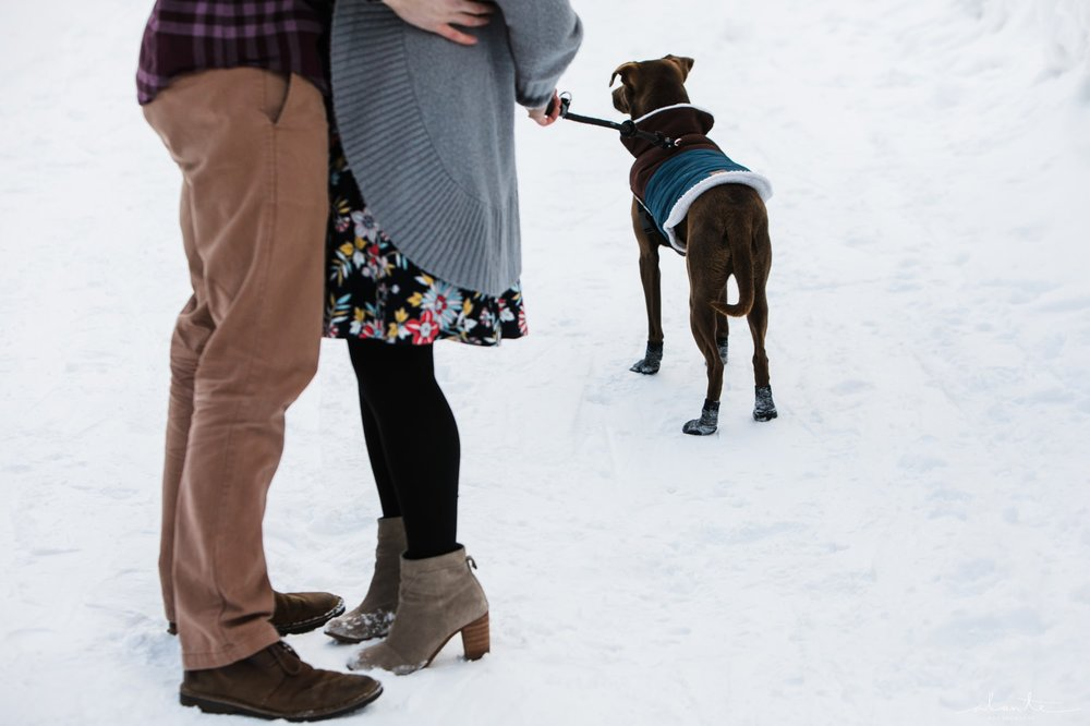 winter-snow-engagement-photos-04.jpg