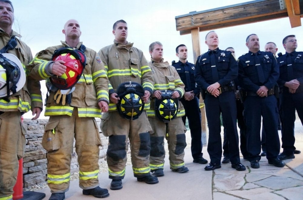 9-11_firefighters_and_cops_0.JPG