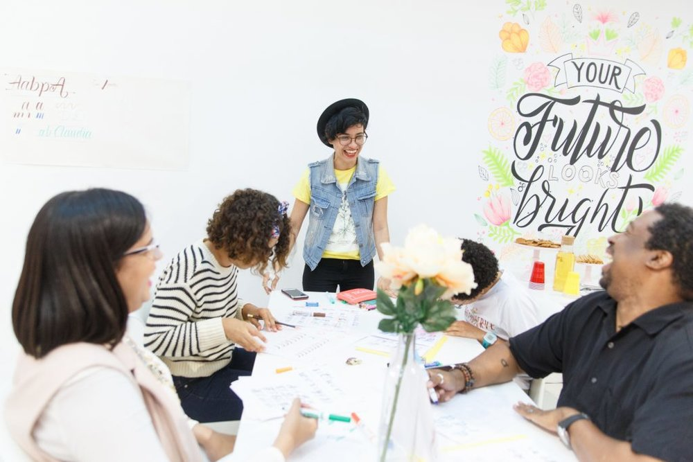 Marova, at center, teaching a lettering workshop for Fun Packed Moments.  Image Courtesy: Fun Packed Moments http://shopfpm.com/acerca-de-fun-packed-moments/