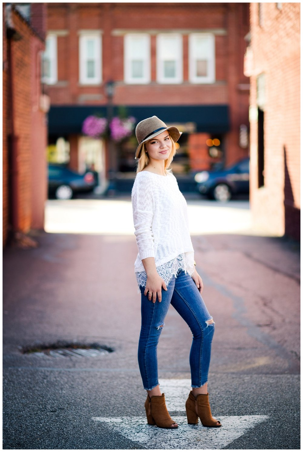 Downtown Willoughby Senior Session_0003.jpg