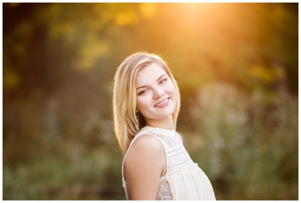 Downtown Willoughby Senior Session_0020.jpg
