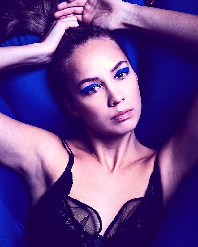 'If I don't have red I use blue' - Pablo Picasso 🔵 @emiliaseppanen MUAH @mariaalexandran . . . #fashionphotography#editorial#lingerie#model#fashion#photography#valokuvaus#beauty#beautyphotography#finland#portrait