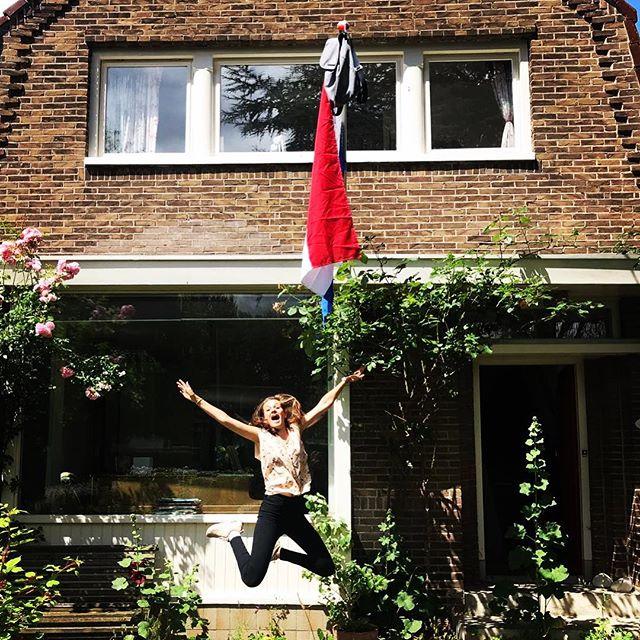 Yes,geslaagd! Trotsopmemeisie @camillebuitenhuis #goud #gaan #gaanvoordiebanaan #eindexamen #nieuwerondesnieuwekansen #hijsdievlagmaaromhoog #praedinius