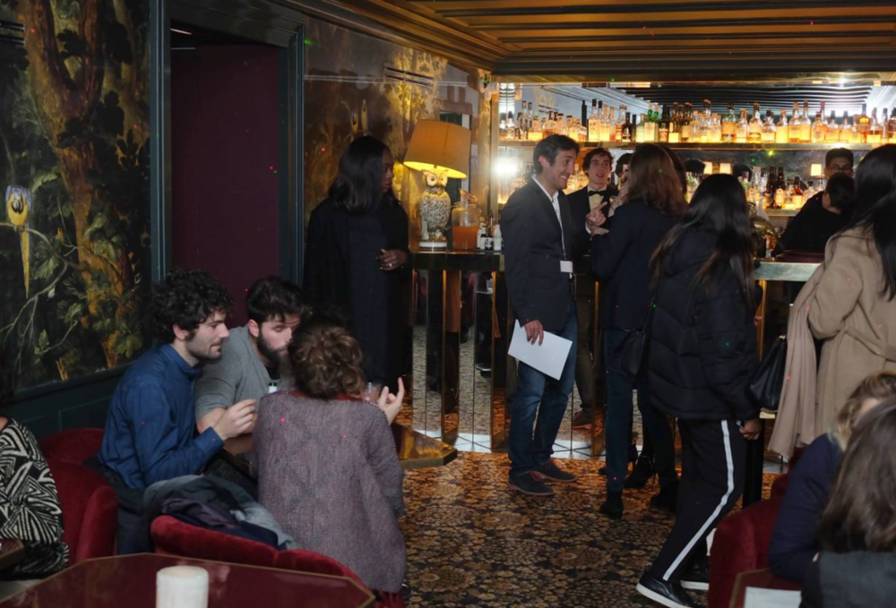 Le bar lounge de l hotel Particulier tonne sous la timba de Van Van.