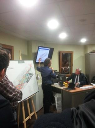 El arquitecto Javier Herreros,  socio director de RH Arquitectos y redactor del plan parcial del proyecto de ampliación de la Castellana, durante su charla en El Palomar de Las Tablas.  /LTD
