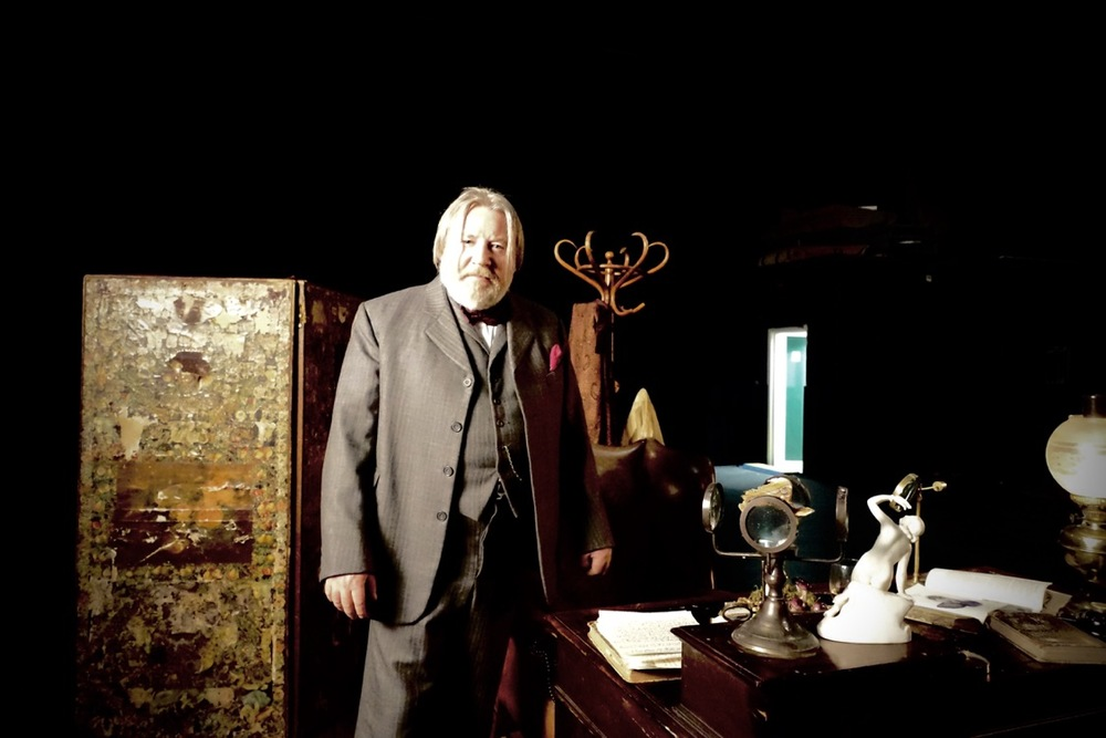 HG Wells - production design - david roger .JPG