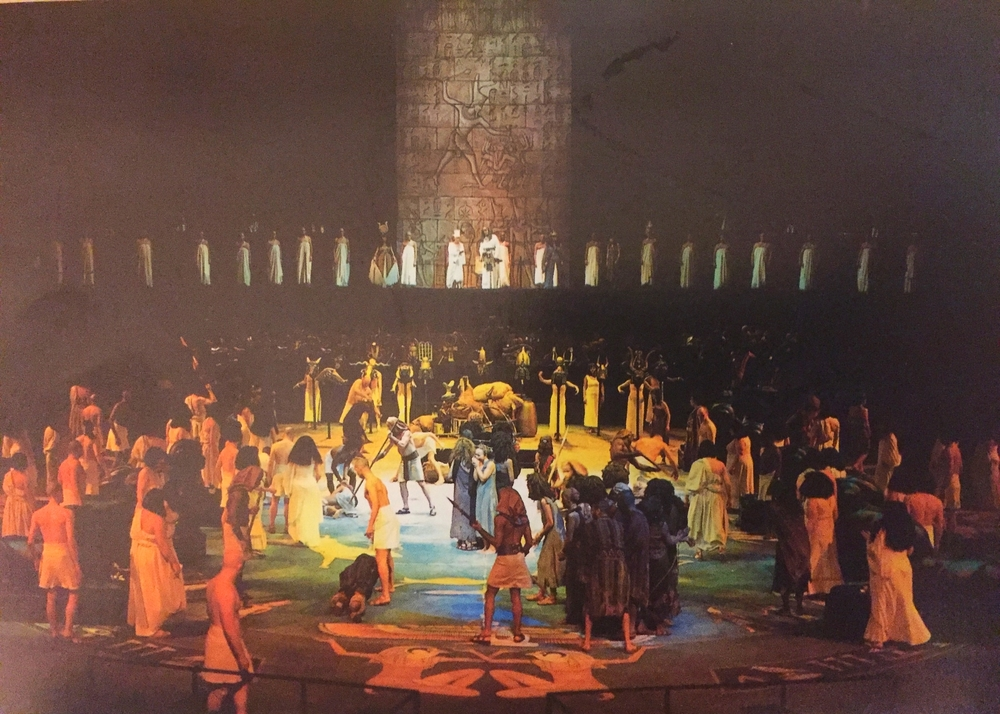 Aida - set design  - david roger .JPG