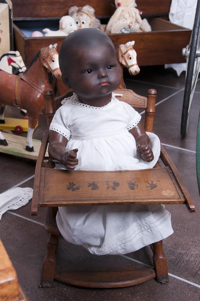 Die Spielzeuge reflektieren die wichtige Rolle in sozialen wie auch kulturellen Aspekten im Leben der damals aufwachsenden Kinder.