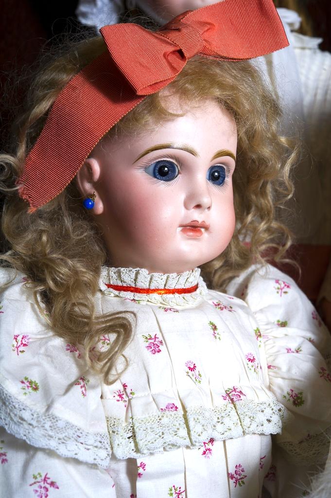 Die Sammlung enthält bekannte Puppenmarken darunter Jumeau, Gaultier und Steiner.