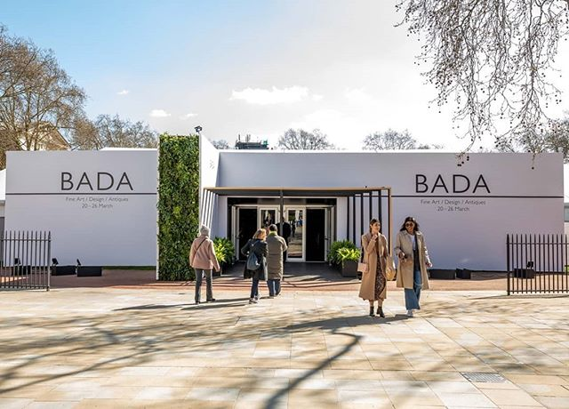 4D Projects were asked to redesign the fair this year, including exterior appearance following through inside the fair, colour schemes, stand design, restaurant and café design and brand messaging. The ambience of the space throughout the fair was bright and refreshing. What a lovely sunny day @dlpictureuk captured!  bada #bada1918 #bada2019 #BADA2019 #exploretheexceptional #london #chelsea #kingsroad #exhibition #fineart #art #design #antiques #painting #oilpainting #portraits #4dprojects #design #interior